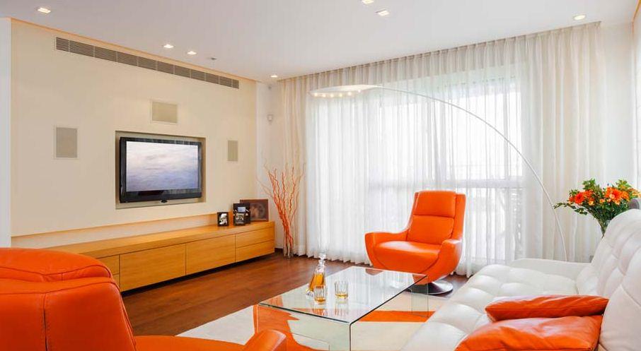 Удачное сочетание оранжевого цвета с белым