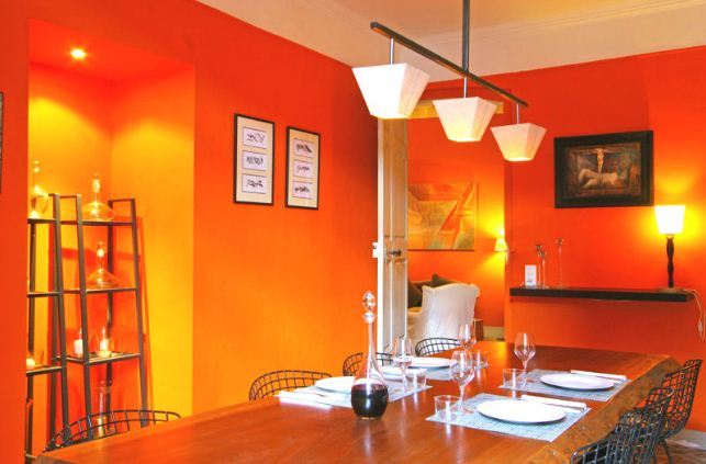 Солнечный интерьер в оранжевом цвете