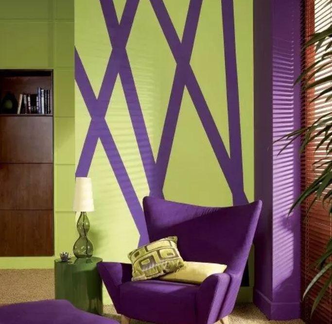 Фисташковый оттенок в сочетании с ярким фиолетовым приносит атмосферу свежести и чистоты