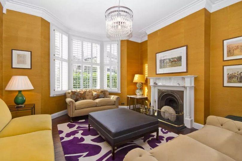 Роскошное сочетание фиолетового с насыщенным оттенком желтого цвета