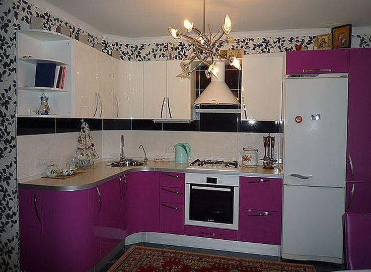 Маленькая кухня в сиреневом цвете дизайн