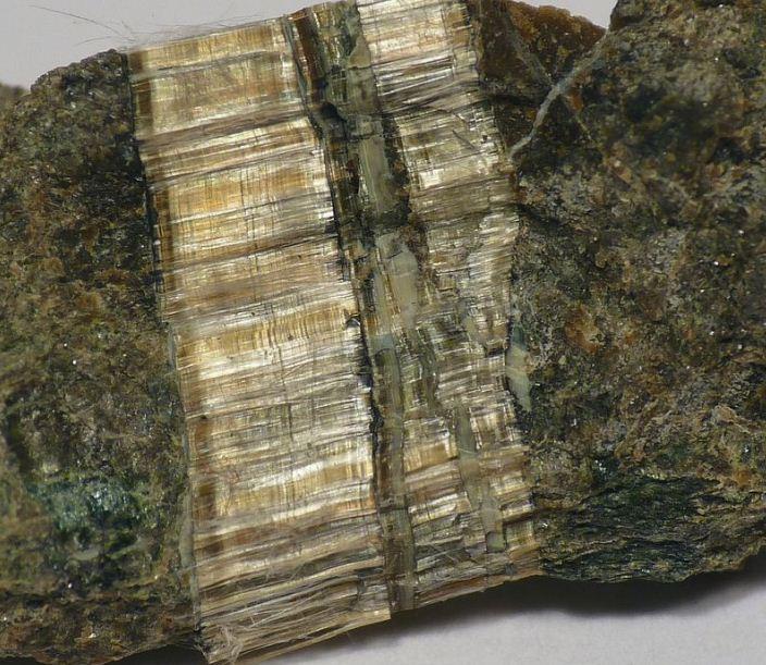 Асбестовая жила в минерале клинохризотила