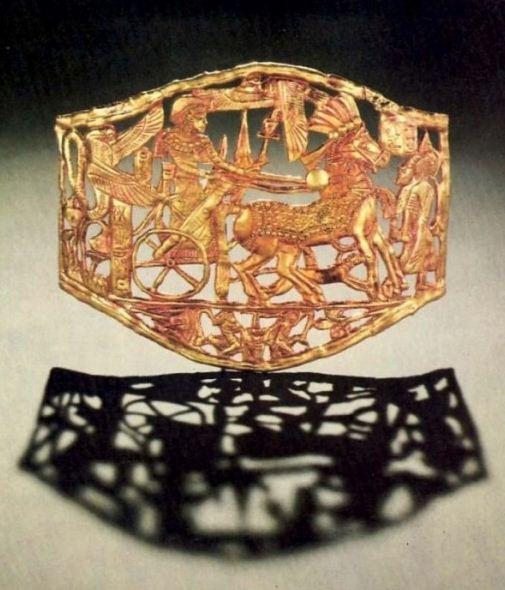 Пряжка для скрепления и застегивания одежды в Древнем Египте
