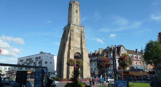 Сторожевая башня на площади Оружия в Кале ( Франция).