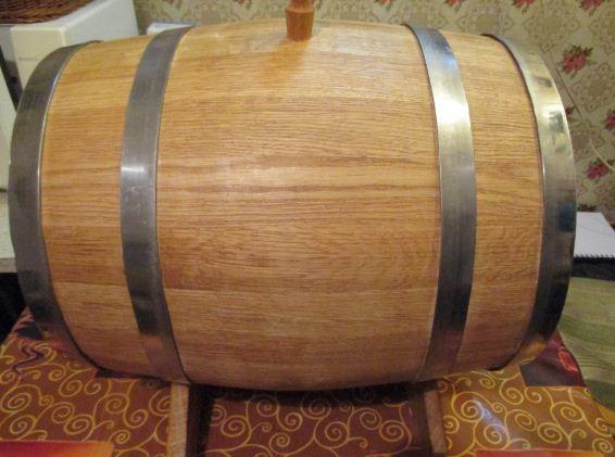 Дубовая бочка для производства алкогольных напитков