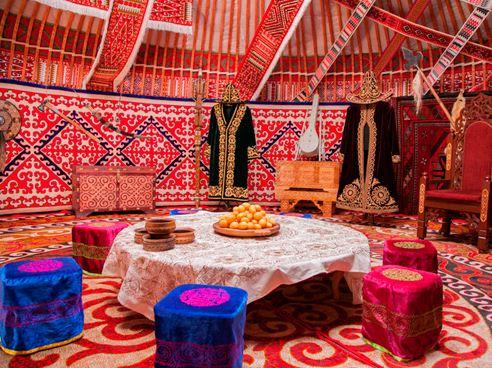 Войлочные ковры в оформлении юрты