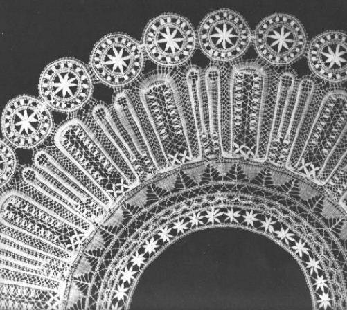 Коклюшечное кружево, сцепная техника плетения