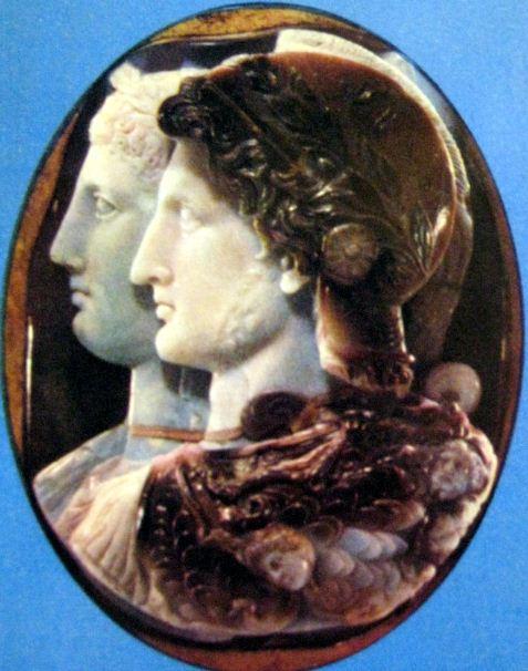 Камея Гонзага с изображением Птолемея II и Арсинои II. Изделие выполнено в III веке до нашей эры в Александрии Египетской
