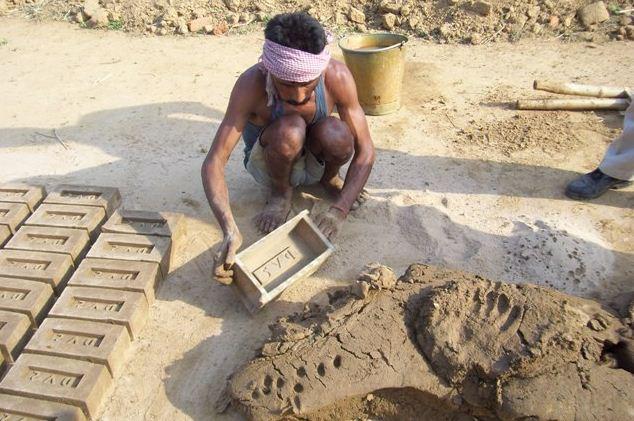 Ручная формовка кирпича из глины