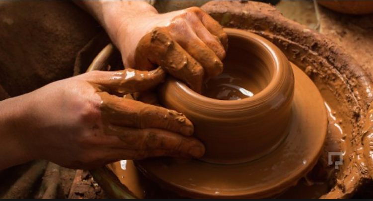 Процесс изготовления гончарных изделий