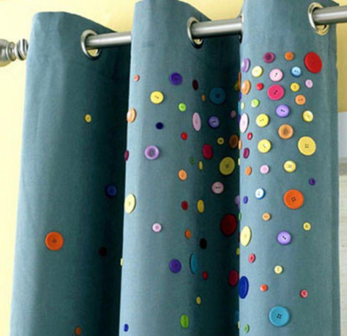 Штора для ванной, декорированная разноцветными пуговицами