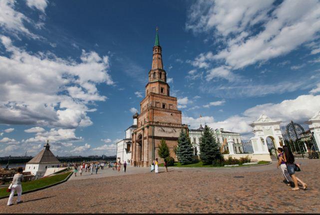 Башня Сююмбике на территории Казанского Кремля