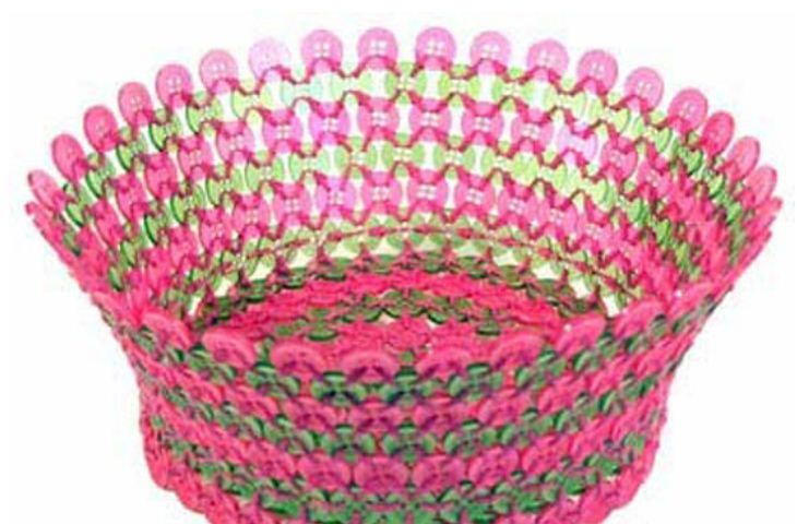Плетеная ваза из пуговиц