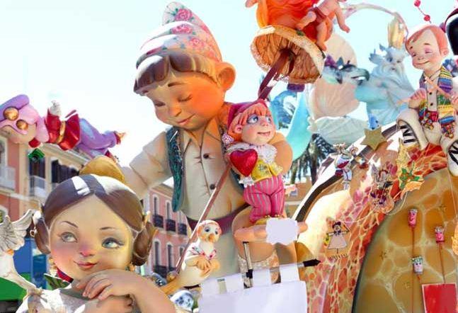 """Гигантские куклы из папье - маше - неотъемлемая часть праздника огня """" Лас - Фальяс"""" в Валенсии ( Испания)"""