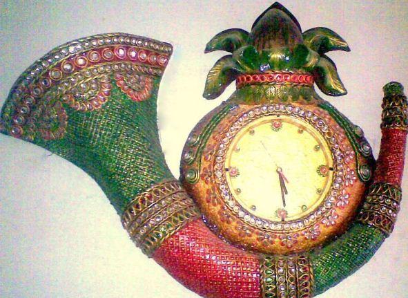 Часы, декорированные в технике папье - маше