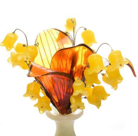 """Сувенир - ваза с цветами """" Ландыши"""" из янтаря и оникса"""