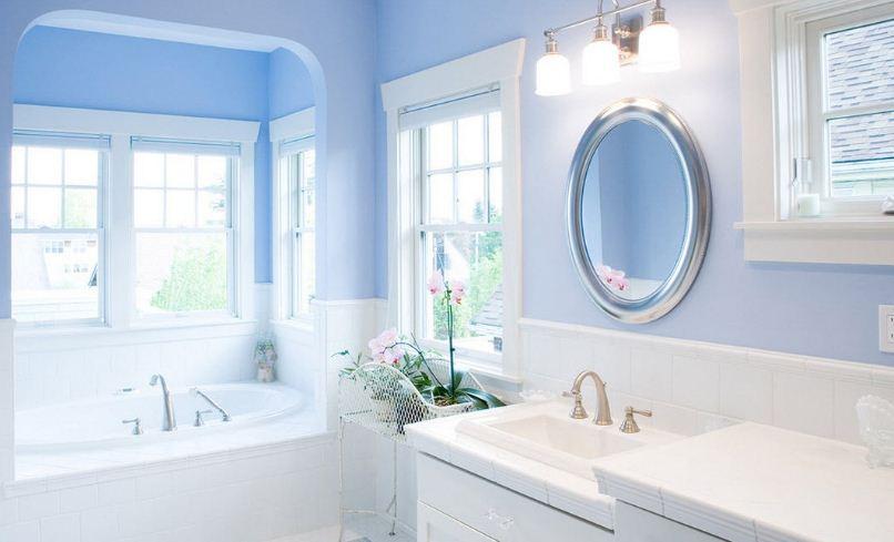 Интерьер ванной в нежном голубом цвете
