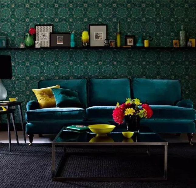 Глубокие оттенки изумрудного цвета создают в интерьере атмосферу роскоши и благородства