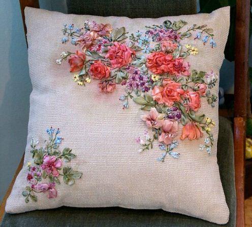 Вышивка лентами на диванной подушке