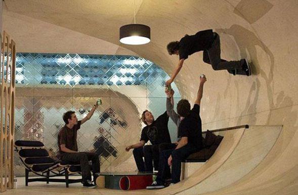 Закругленные стены для катания на скейте в интерьере кухни