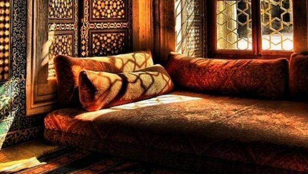 Мягкая мебель в арабском стиле