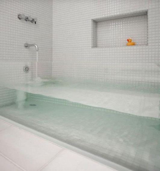 Прозрачная ванна станет украшением интерьера