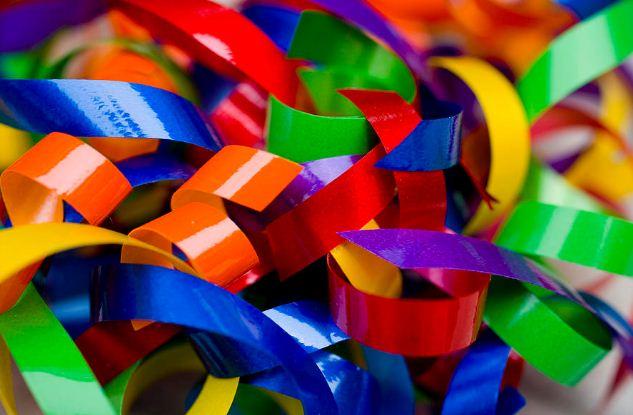 После окрашивания можно получить ленты самых ярких цветов