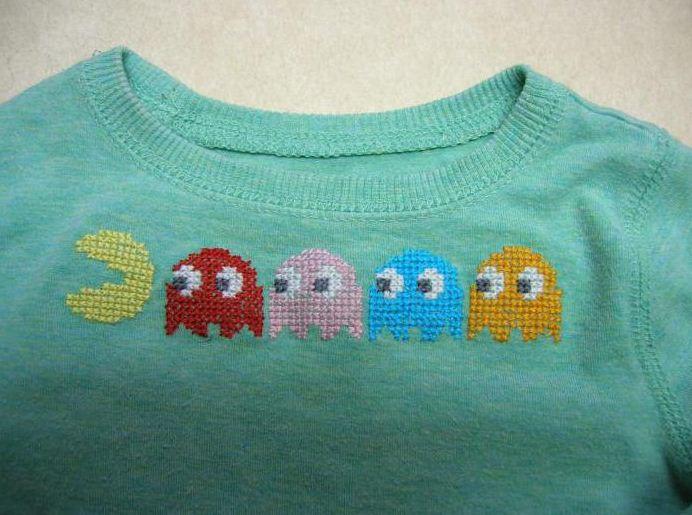 Детский пуловер, декорированный вышивкой на водорастворимой канве