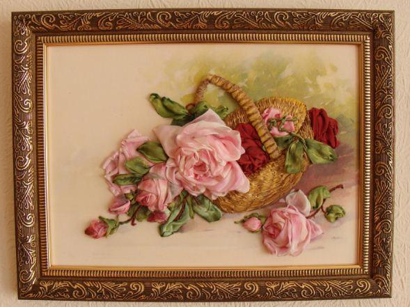 Картина, вышитая лентами гармонично вписывается в интерьер