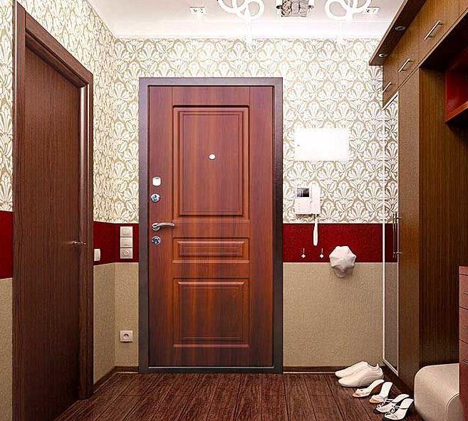 Сейф - двери Аргус в интерьере прихожей
