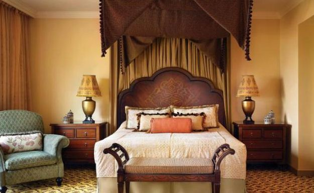 Балдахин в арабской спальне