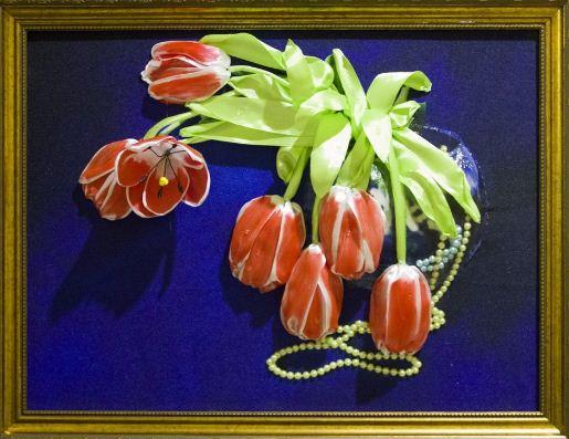 """"""" Тюльпаны"""" - вышивка лентами в сочетании с техникой трапунто"""