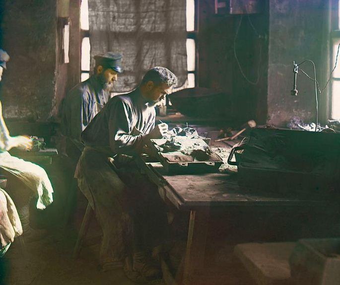 Процесс работы каслинских мастеров в начале XX века
