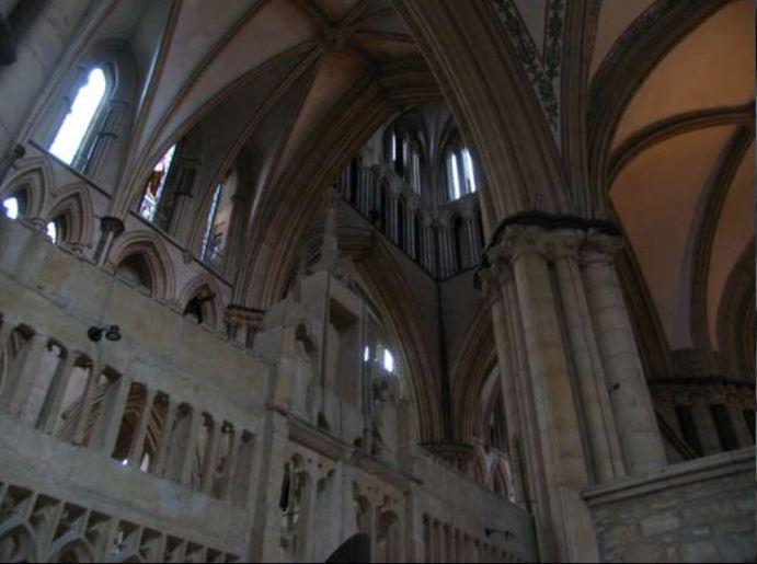 Интерьер собора в стилистике зондерготики