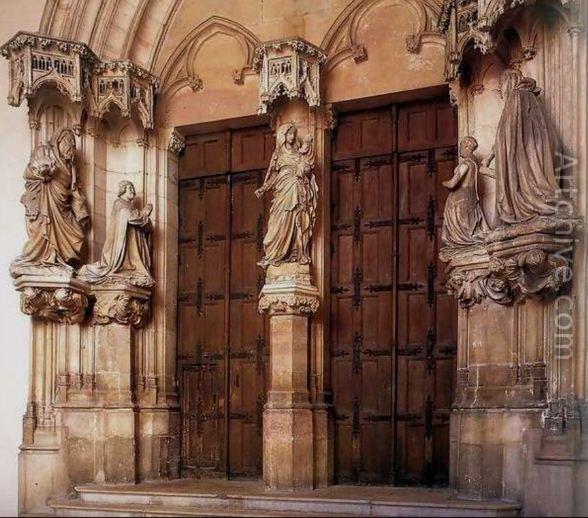 Статуи в оформлении католического храма