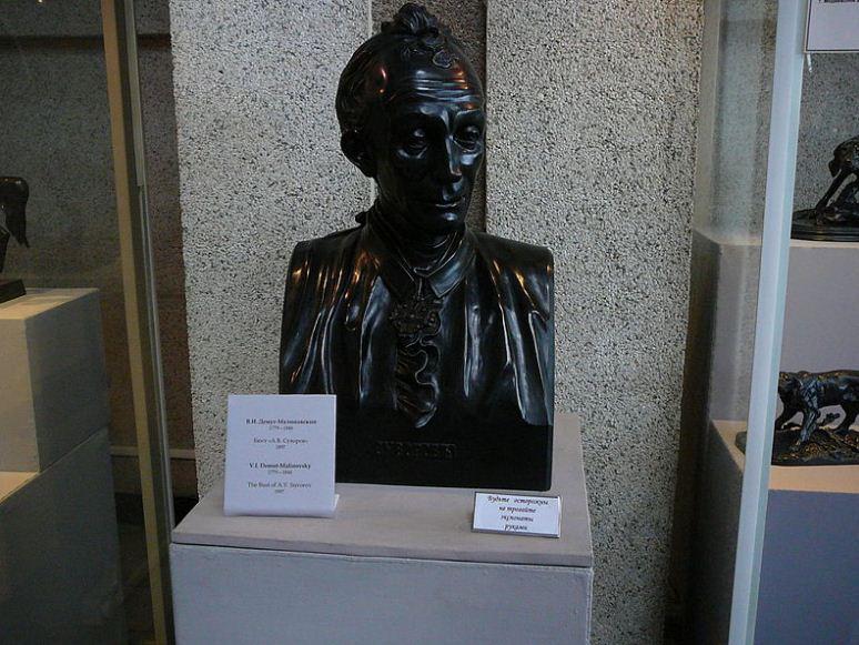 Чугунный бюст Александра Суворова