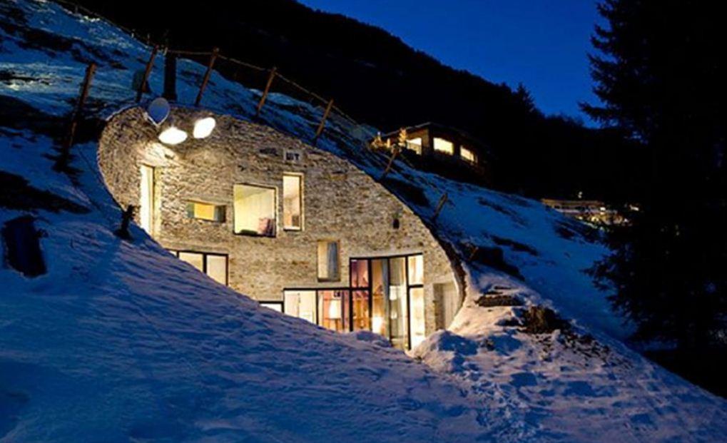 Жилой дом в толще горы