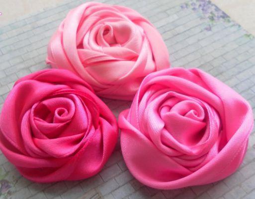 Объемные розы из атласных лент