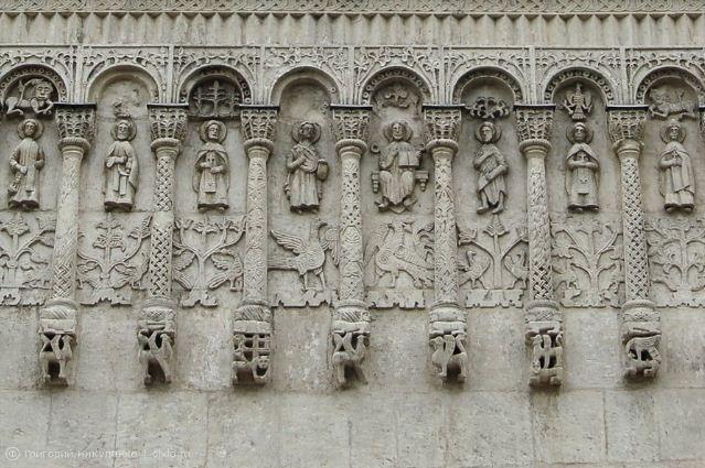 Рельефы Дмитриевского собора во Владимире