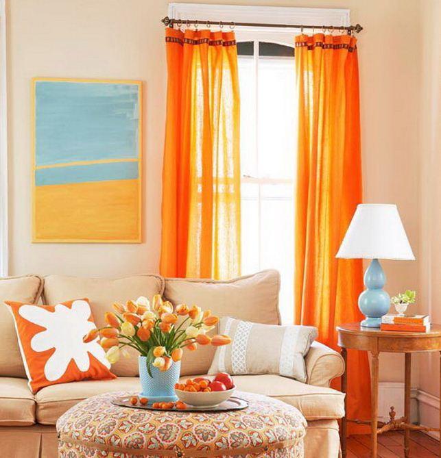 Шторы сочного апельсинового цвета создают энергичную атмосферу в интерьере