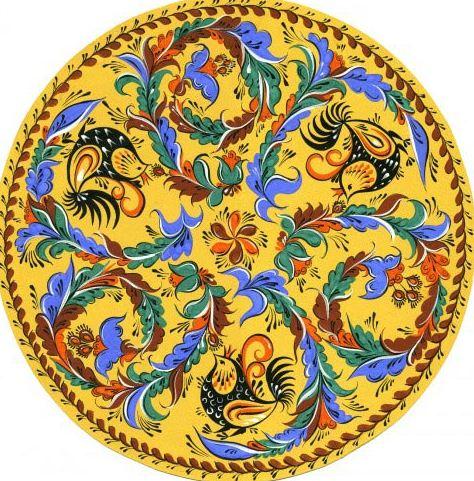 Деревянное блюдо, декорированное ракульской росписью