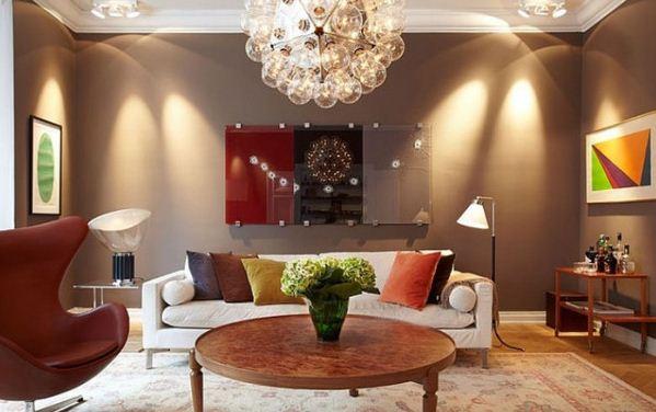 Стены гостиной окрашены краской с использованием колера