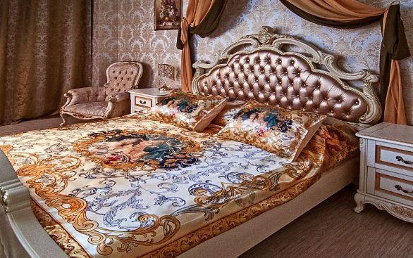 """Комплект роскошного постельного белья """" Аморе"""" в интерьере спальни"""