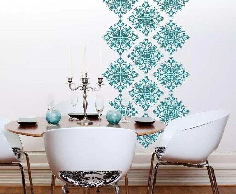 Качественный трафарет помогает создать оригинальный декор стен