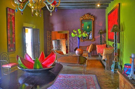 Для отделки стен отлично подходят яркие и насыщенные цвета