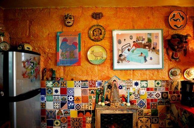 Керамическая плитка с орнаментом в дизайне мексиканской кухни
