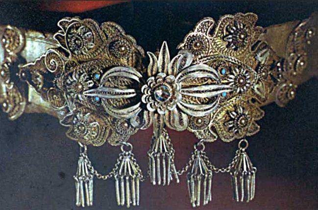 Ювелирное украшение, декорированное филигранью