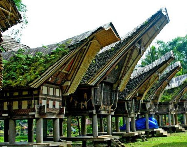 Уникальные дома - лодки в Индонезии