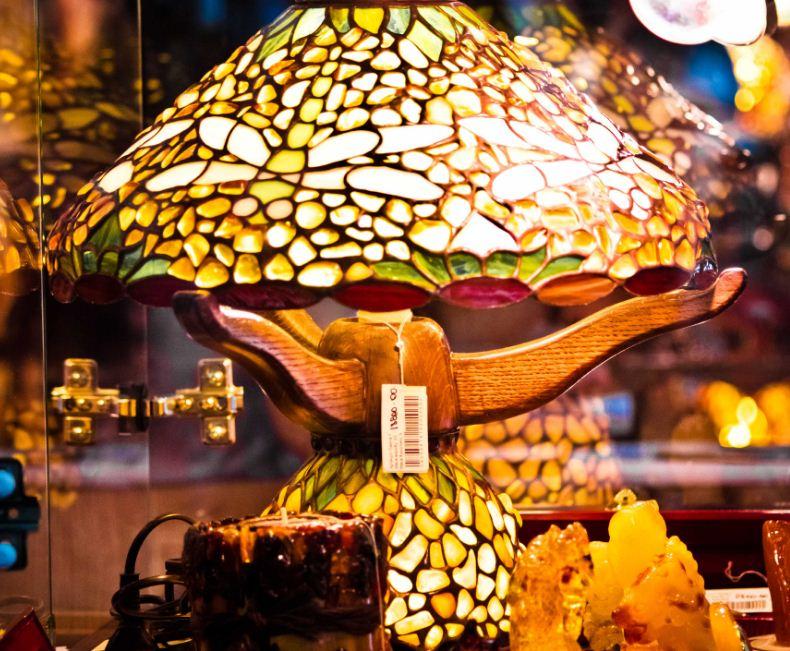 Настольная лампа из янтаря