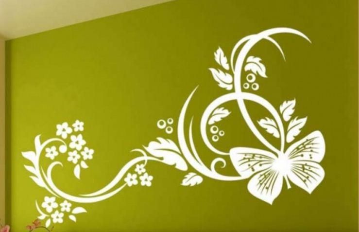Декор стены с помощью обратного трафарета
